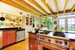 葡萄酒有创造性的内部的样式厨房 免版税图库摄影