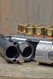 葡萄酒有壳的狩猎枪 免版税库存图片