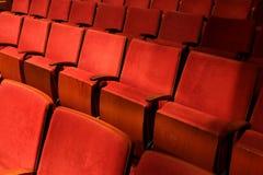 葡萄酒有红色位子的电影院 免版税库存图片