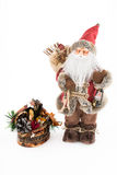 葡萄酒有装饰箱柜的圣诞老人玩偶 免版税库存照片