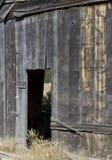 葡萄酒木之家开放门道入口 免版税库存照片