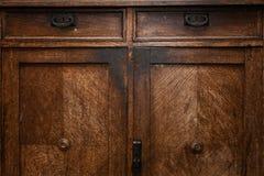 葡萄酒木家具细节  钥匙的门孔 自然木头背景和纹理  库存图片