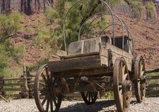 葡萄酒木驿马车无盖货车从美国先驱天 免版税图库摄影