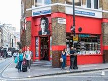 葡萄酒杂志商店,酿酒者街道,伦敦W1外部  免版税图库摄影