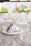 葡萄酒杯和餐巾 库存图片