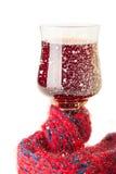 葡萄酒杯用在围巾裹住的酒 免版税库存照片