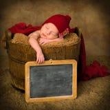 葡萄酒板岩和新出生的婴孩 库存图片