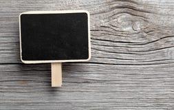 葡萄酒板岩粉笔板垂悬 免版税图库摄影