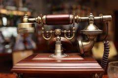 葡萄酒架线的电话 库存图片