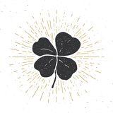 葡萄酒标签,手拉的幸运的四片叶子三叶草,愉快的圣徒Patricks天贺卡,难看的东西构造了减速火箭的徽章,印刷术 库存图片