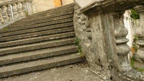 葡萄酒栏杆的支 老宫殿的楼梯, 4k,慢动作 影视素材