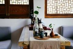 葡萄酒样式中国人餐馆内部  库存图片