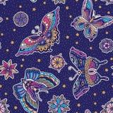 葡萄酒样式传统纹身花刺闪光蝴蝶和花无缝的样式 免版税库存照片