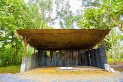 葡萄酒样式农业产品存贮 存贮由便宜和地方材料被做例如木干燥树事假 的treadled 库存图片