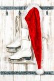 葡萄酒样式圣诞节装饰 克劳斯帽子红色圣诞老人 库存照片