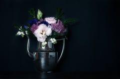 葡萄酒样式,花卉装饰 免版税库存照片