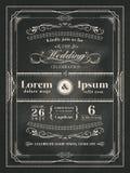 葡萄酒框架婚礼在黑黑板的邀请卡片 库存图片