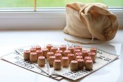 葡萄酒棋乐透纸牌,小桶,木 免版税图库摄影
