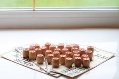 葡萄酒棋乐透纸牌,小桶,木 图库摄影