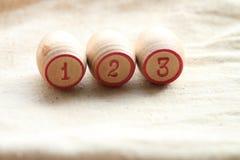葡萄酒棋乐透纸牌,小桶,木 免版税库存照片
