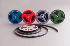 葡萄酒汇集8 mm戏院影片轴 减速火箭的家庭录影放映机的设计五颜六色的明胶辅助部件 灰色 库存图片