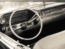 葡萄酒汽车的仪表板细节 免版税库存图片
