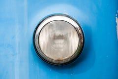 葡萄酒汽车的前面圆的镀铬物车灯 免版税库存图片