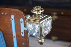 从1904年葡萄酒汽车的支架灯 免版税库存图片