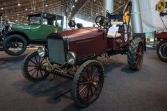 葡萄酒汽车福特模型T作为一台自创拖拉机 库存照片