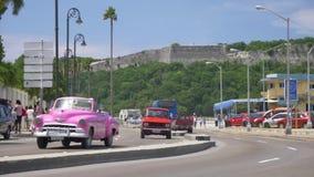 葡萄酒汽车街道平实建立的射击在哈瓦那街上的 影视素材