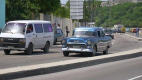 葡萄酒汽车街道平实建立的射击在哈瓦那` s街道上的 影视素材