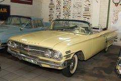 葡萄酒汽车1960年雪佛兰因帕拉泡影上面 库存照片
