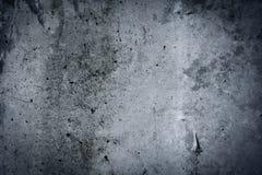 葡萄酒灰色被绘的膏药混凝土墙背景。黑暗的边缘 免版税库存照片