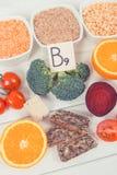 葡萄酒照片、健康滋补食物当来源叶酸,矿物、维生素B9和饮食纤维 库存照片