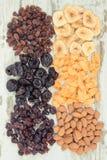 葡萄酒照片、干成份当来源碳水化合物,维生素和饮食纤维,健康和滋补吃概念 免版税库存图片