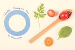 葡萄酒照片、蓝色圈子作为世界糖尿病天的标志和菜,健康营养在疾病期间 免版税图库摄影