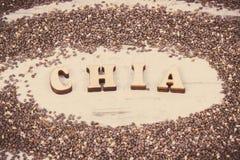 葡萄酒照片、题字种子chia和食物的堆,概念包含自然维生素的,纤维和矿物 免版税库存图片