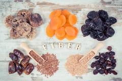 葡萄酒照片、题字纤维和成份当来源自然维生素和矿物,健康营养概念 库存图片
