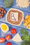 葡萄酒照片,包含维生素B2和饮食纤维,健康营养概念的成份 免版税库存图片