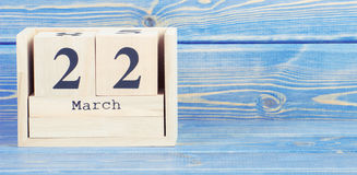 葡萄酒照片, 3月22th日 3月22日在木立方体日历的日期  免版税库存照片