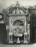 葡萄酒照片1880-1930乔凡尼della Robbia,水盆, 1498 佛罗伦萨意大利,圣玛丽亚中篇小说,圣器收藏室 免版税库存照片