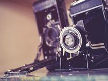 葡萄酒照相机老古色古香的收藏 免版税库存图片