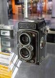 葡萄酒照相机Rolleicord,在玻璃陈列室的Rolleiflex显示在科技馆 库存图片