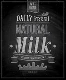 葡萄酒牛奶海报-黑板。 库存图片
