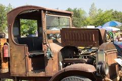 葡萄酒生锈的卡车小室  图库摄影