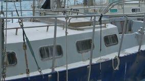 葡萄酒生锈的小船在港口 股票视频