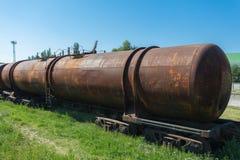 葡萄酒生锈的油箱火车 库存图片