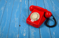 葡萄酒电话-红色减速火箭的电话 库存照片