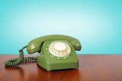 葡萄酒电话-绿色减速火箭的电话 免版税库存图片