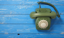葡萄酒电话-绿色减速火箭的电话 图库摄影